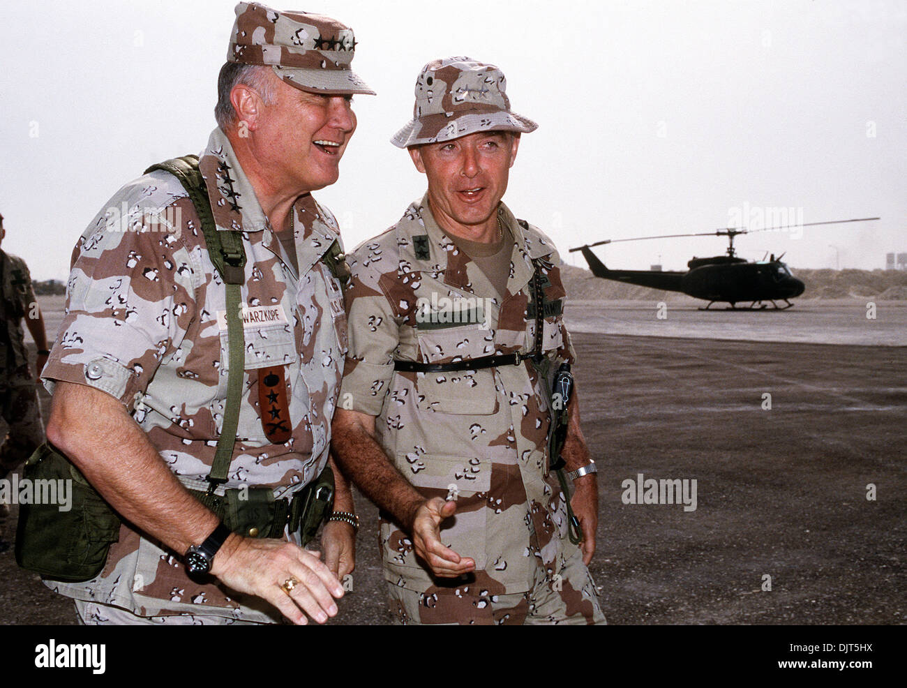 US Gen H. Norman Schwarzkopf, commander-in-chief of the Central Command talks with Maj. Gen. Barry McCaffrey, commanding general, 24th Infantry Division January 1, 1992 in Saudi Arabia. - Stock Image
