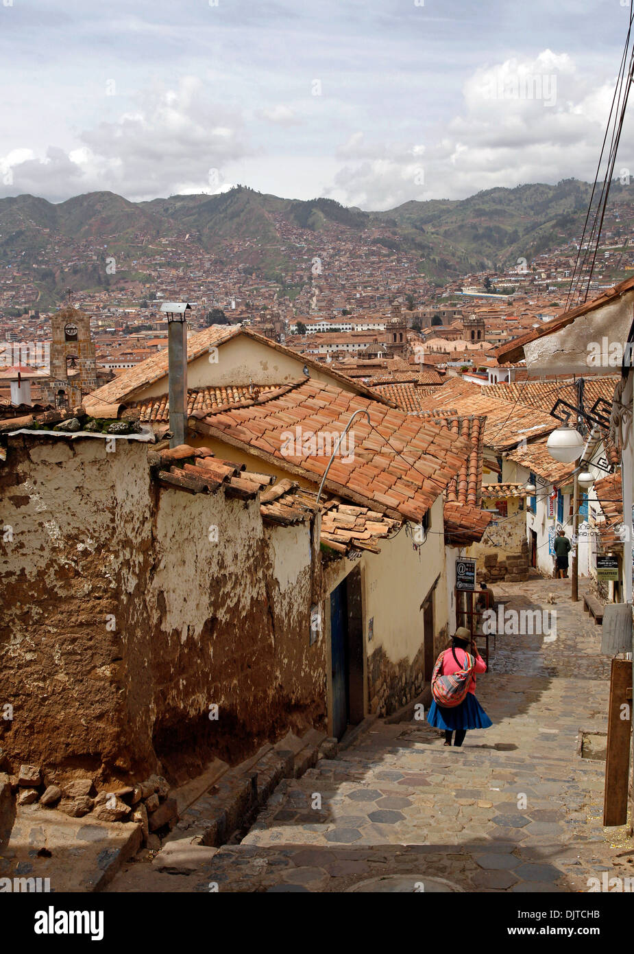 Street scene in San Blas neighborhood with a view over the rooftops of Cuzco, Peru. - Stock Image