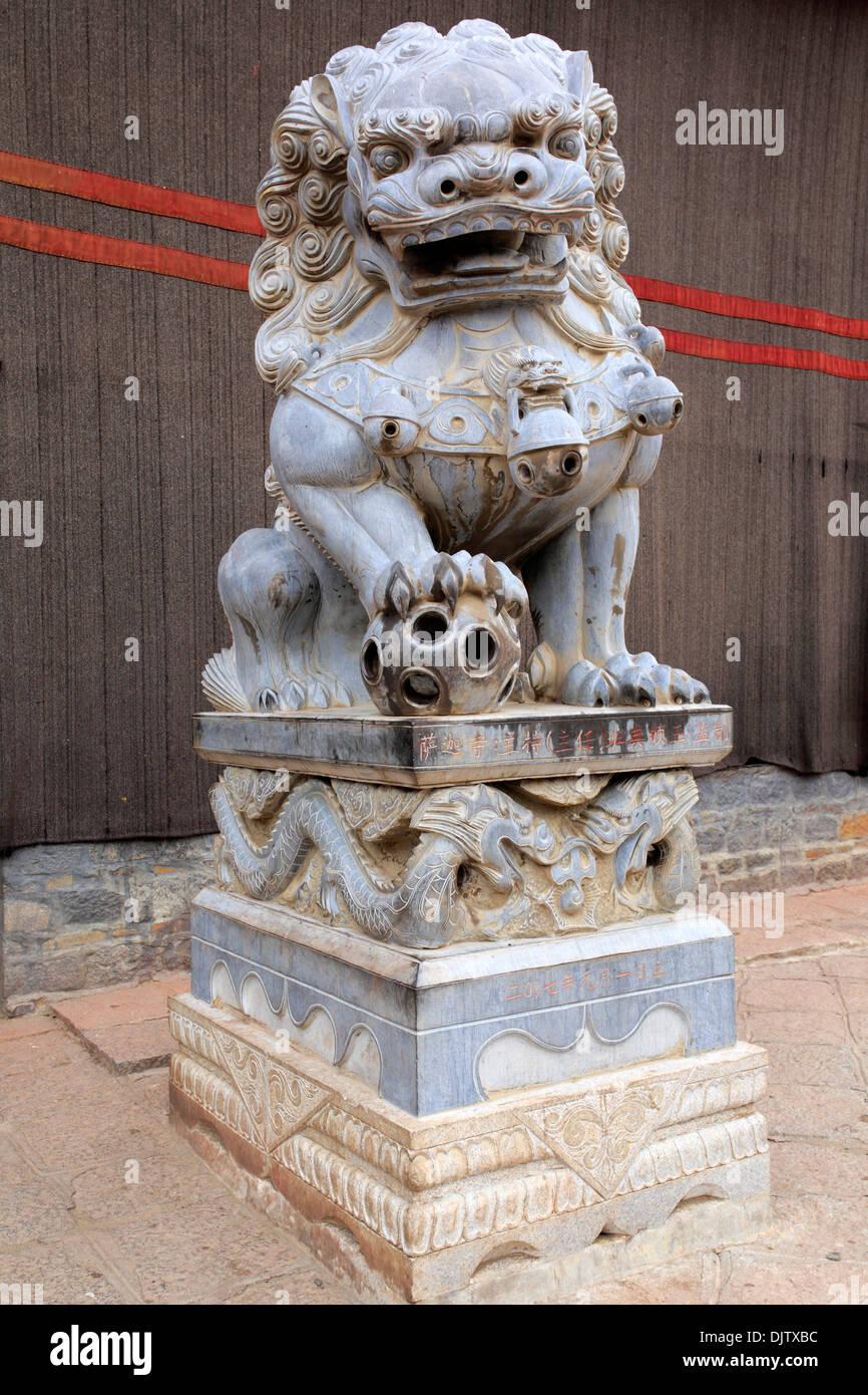 Statue of lion, Sakya Monastery, Shigatse Prefecture, Tibet, China - Stock Image