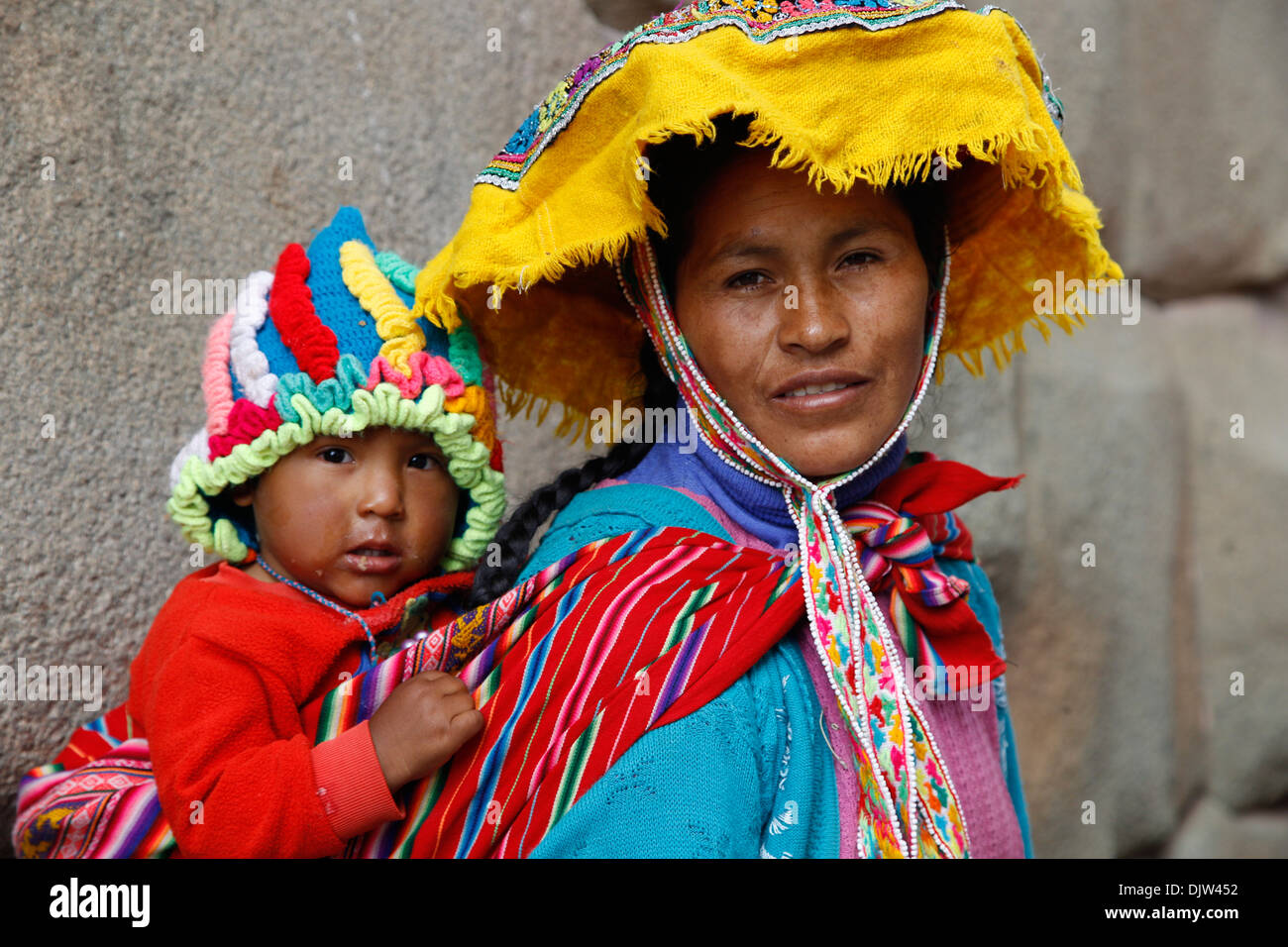 Portrait of Quechua mother and daughter, Cuzco, Peru. - Stock Image