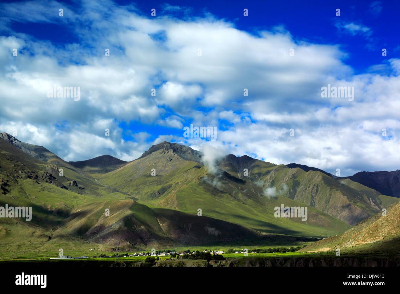 Landscape viewed from train of Trans-Tibetan Railway, Tibet, China - Stock Image