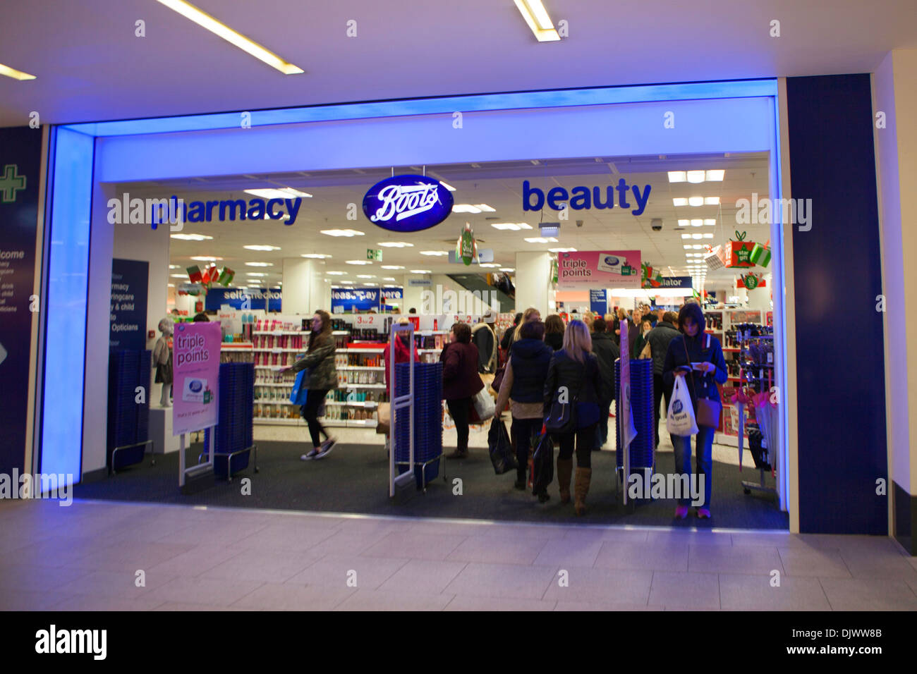 timeless design c377a 80432 Boots pharmacy shop front Stock Photo: 63263547 - Alamy