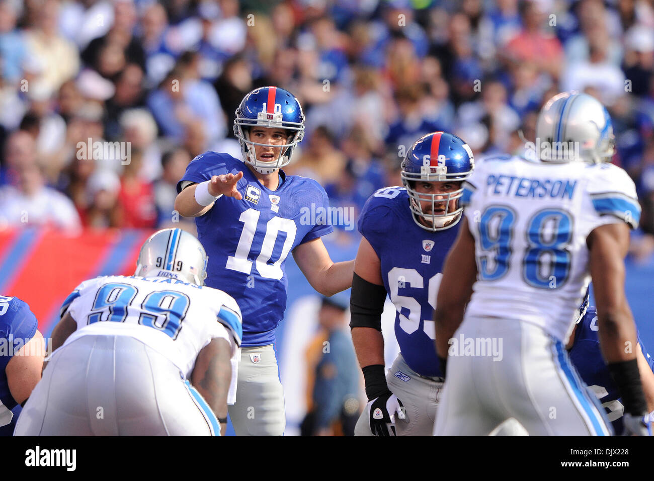 New York Giants quarterback Eli Manning (10) directs the