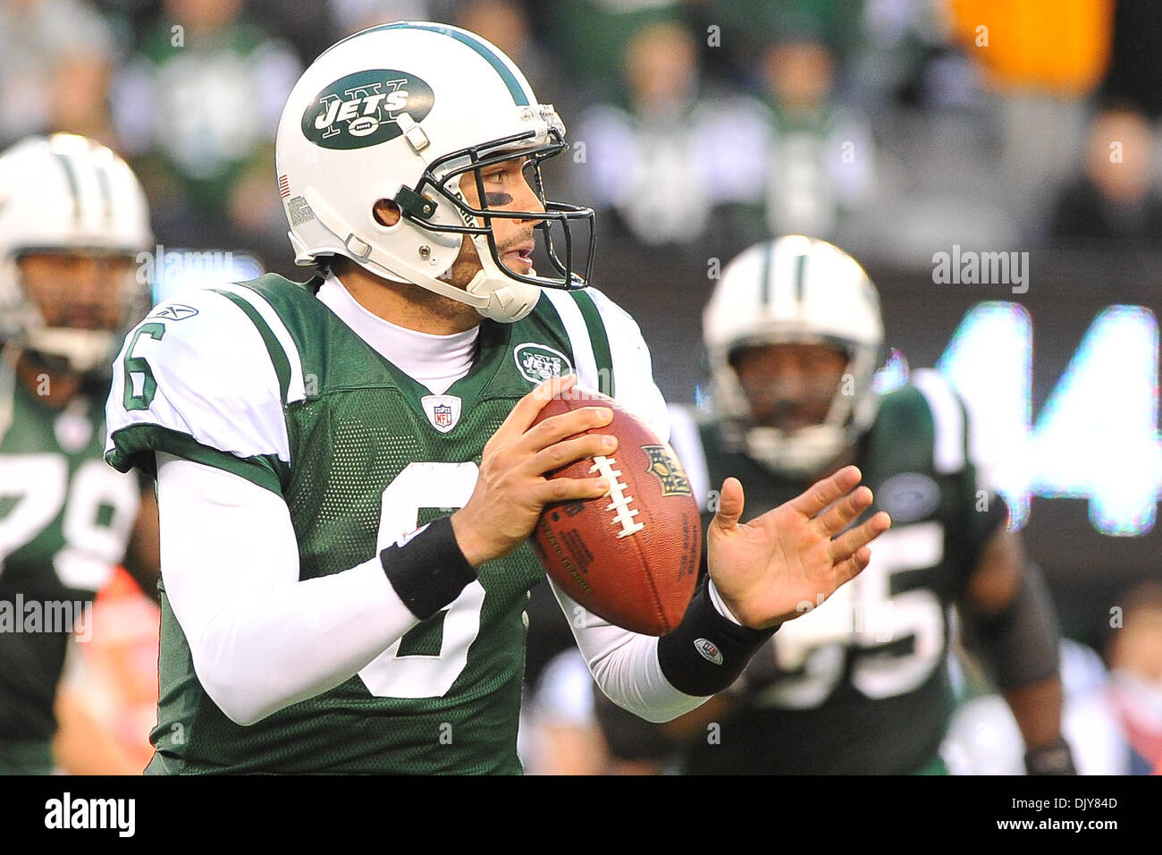 Nov. 21, 2010 - East Rutherford, New Jersey, United States of America - New York Jets quarterback Mark Brunell (8) in action at The New Meadowlands Stadium in East Rutherford New Jersey Houston falls to the 30-27Jets (Credit Image: © Brooks Von Arx/Southcreek Global/ZUMAPRESS.com) - Stock Image