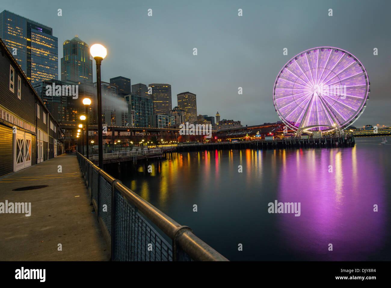 Waterfront and Great Wheel by night, Seattle, Washington, USA - Stock Image