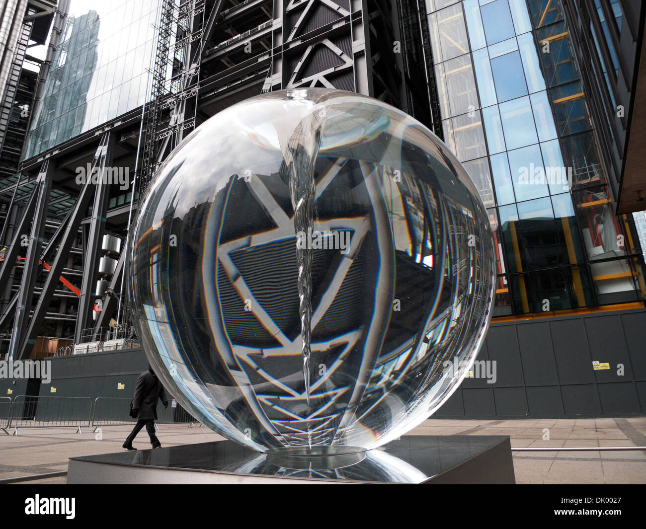 The Optic Sphere 'Vital Force' sculpture by Petroc Sesti reflecting the Leadenhall building in Central London UK  KATHY DEWITT - Stock Image