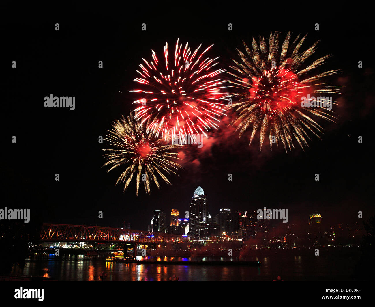 Fireworks Bursting Over The City Of Cincinnati And The Ohio River During The Labor Day Fireworks Show, 2013,, USA - Stock Image