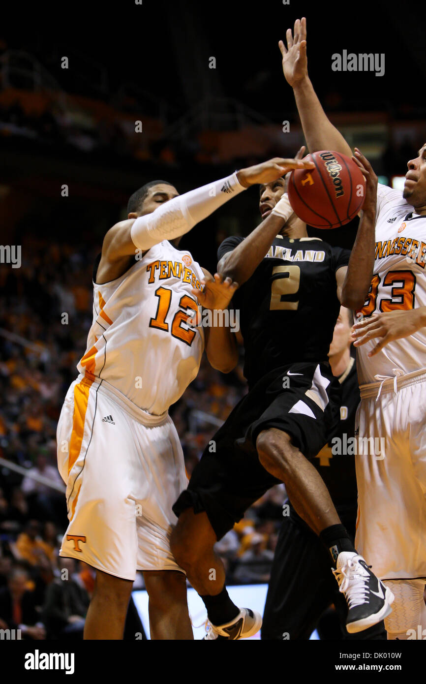 Dec. 14, 2010 - Knoxville, Tennessee, United States of America - Oakland guard Larry Wright (#2) drives to the basket - Stock Image