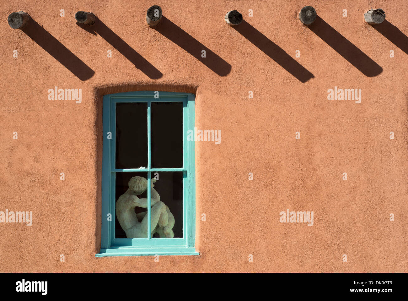 Mannequin in store front. Canyon Road, Santa Fe, New Mexico. - Stock Image