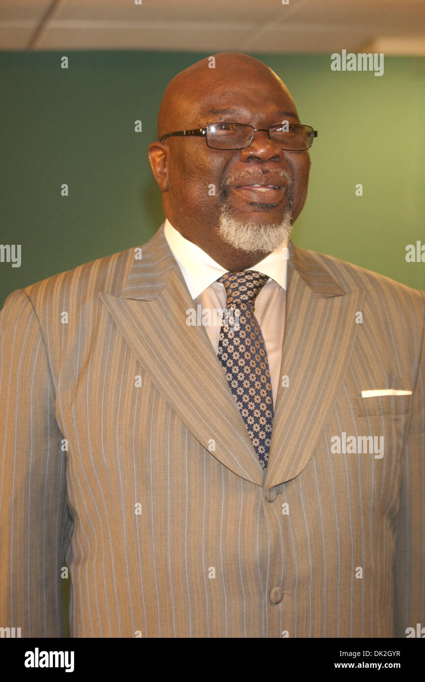 Bishop T D Jakes promotes his new book 'Let It Go' at Barnes & Noble