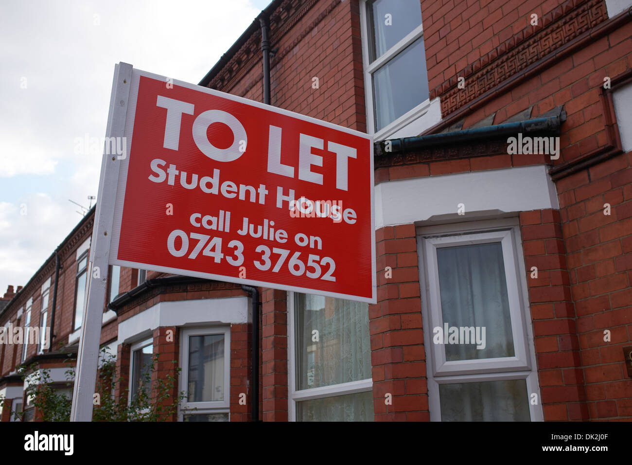 Student House To Let sign outside a terraced house - Stock Image