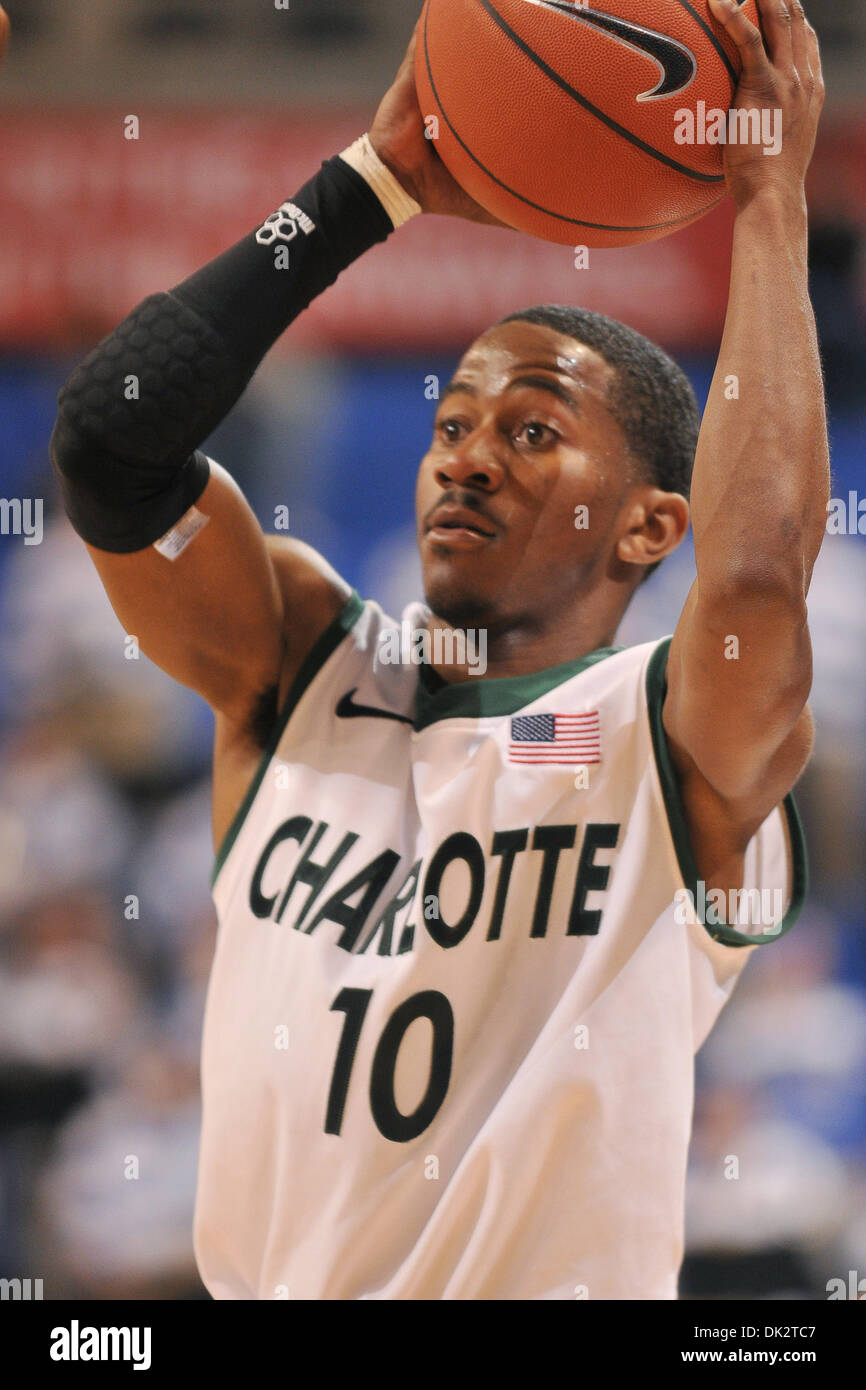 c49a0076233 19, 2011 - St. Louis, Missouri, United States of America - Charlotte 49ers  guard Jamar Briscoe (10) looks for a team mate to pass to as the Charlotte  49ers ...
