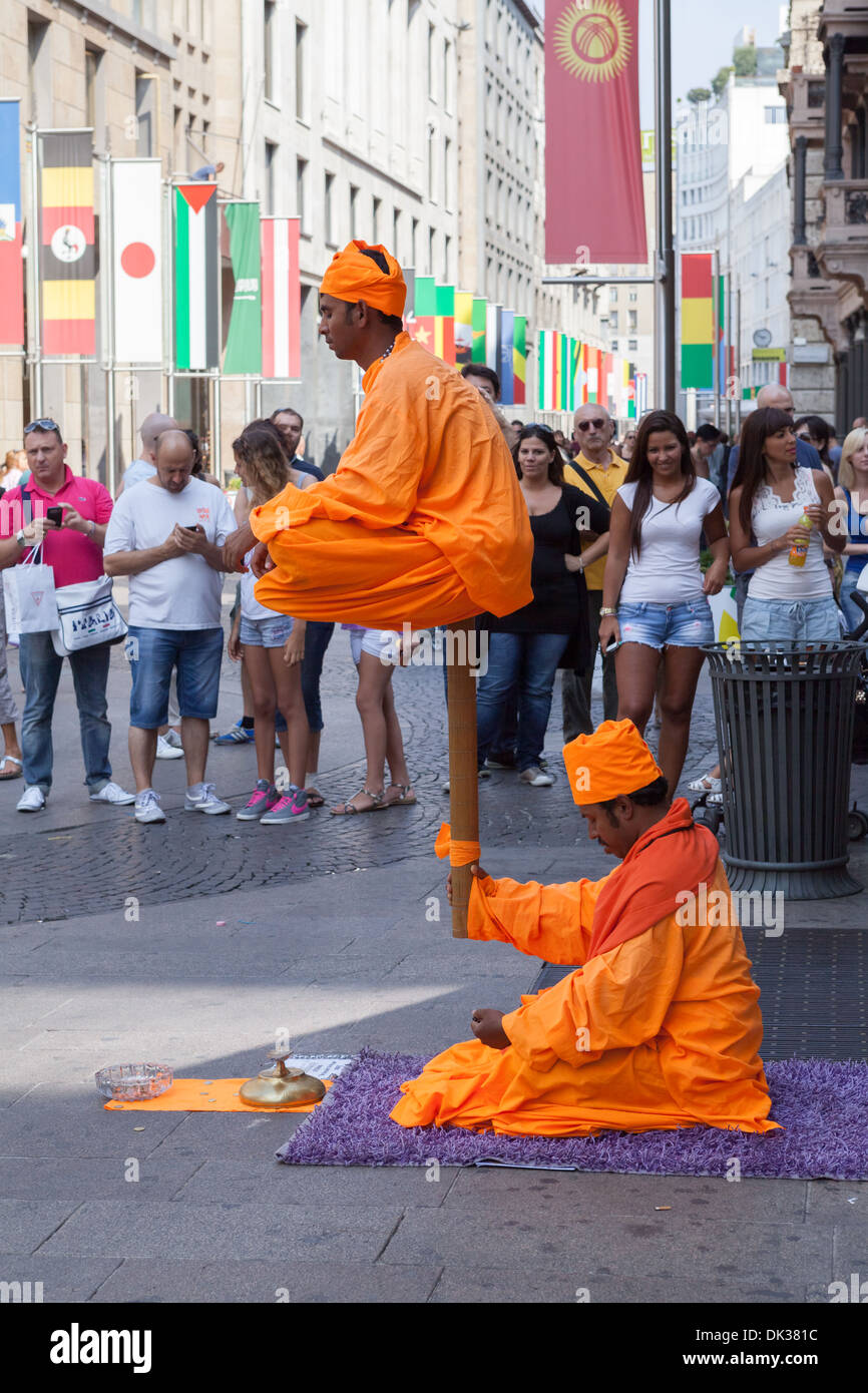Performance of Milan streets artists - Stock Image