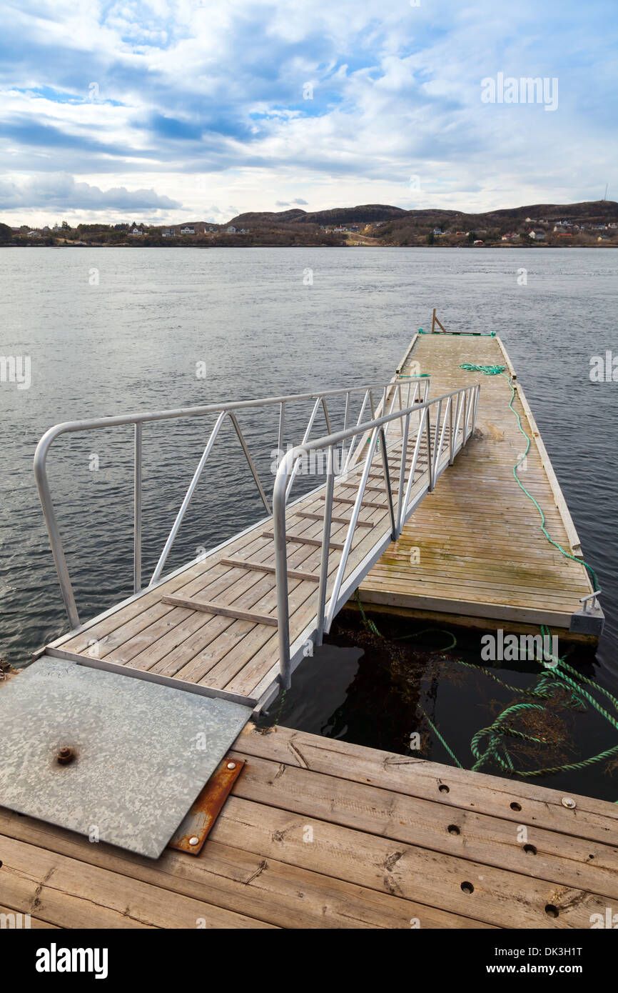 Small floating pier with ladder in Norway - Stock Image