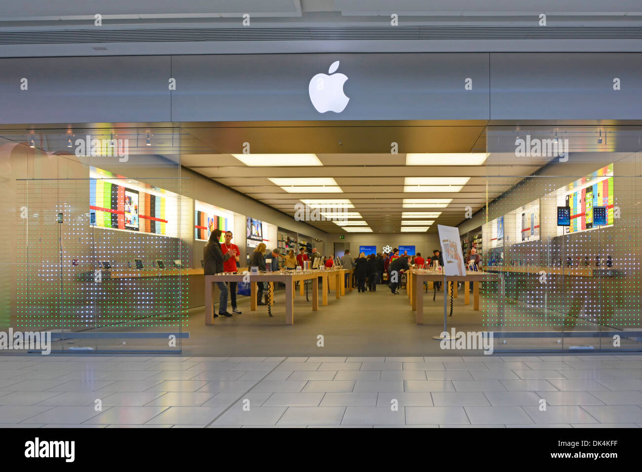 Apple Store Entrance Stock Photos & Apple Store Entrance Stock ...