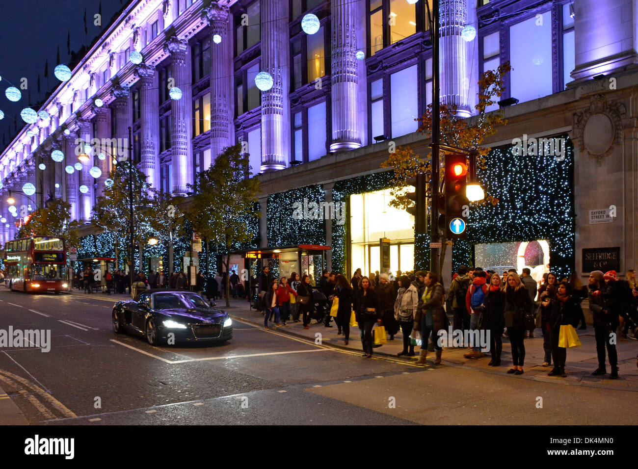 Shoppers and Christmas illuminations at Selfridges Department store - Stock Image