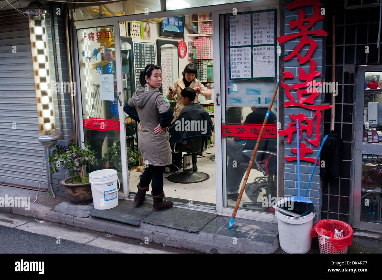 hairdresser salon in Old City of Shanghai (Nanshi) in China - Stock Image