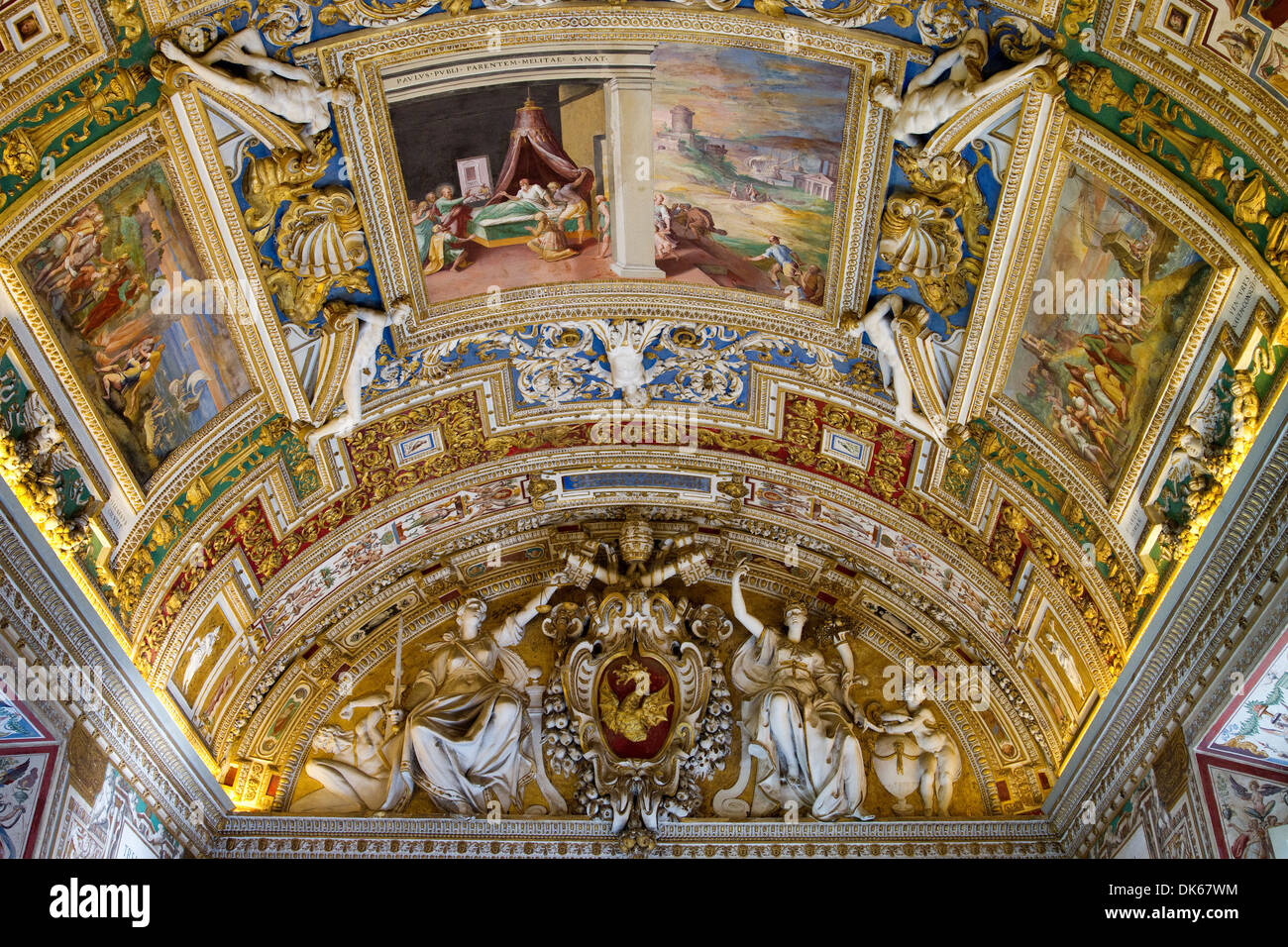 Vaulted ceiling of the The Gallery of Maps (Galleria delle carte geografiche) in the Vatican Museums, Vatican City. - Stock Image