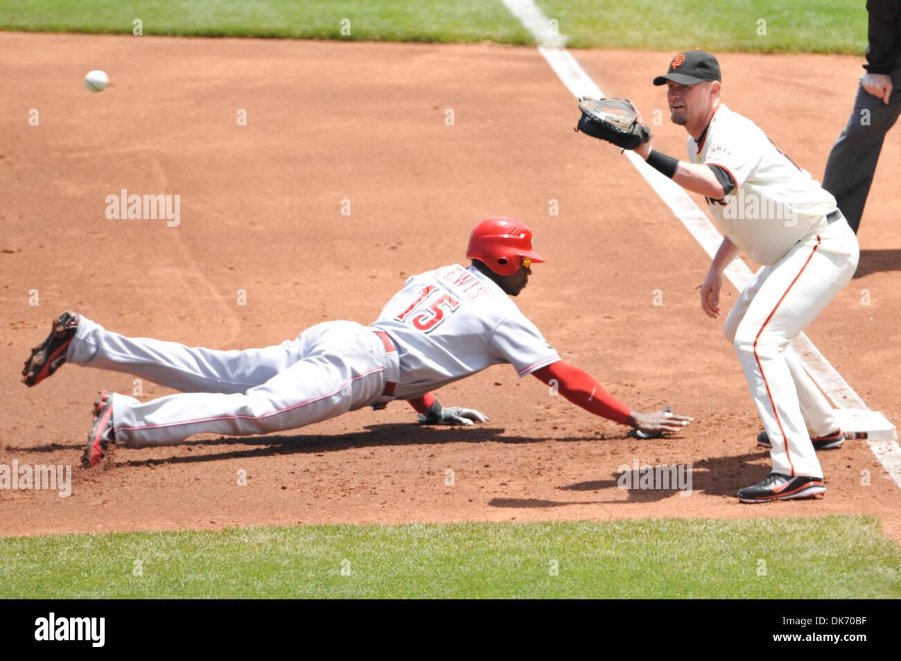June 11, 2011 - San Francisco, California, U.S. - Cincinnati Reds center fielder FRED LEWIS (15) dives for first Stock Photo