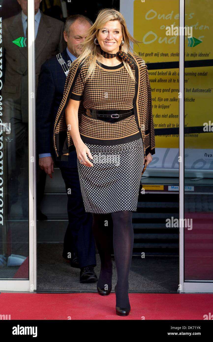 Leiden, The Netherlands. 03rd Dec, 2013. Queen Maxima of The Netherlands attends the 10th anniversary symposium Stock Photo