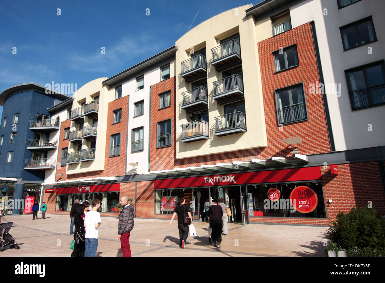 Shop With Apartments Above Stock Photos & Shop With Apartments Above ...