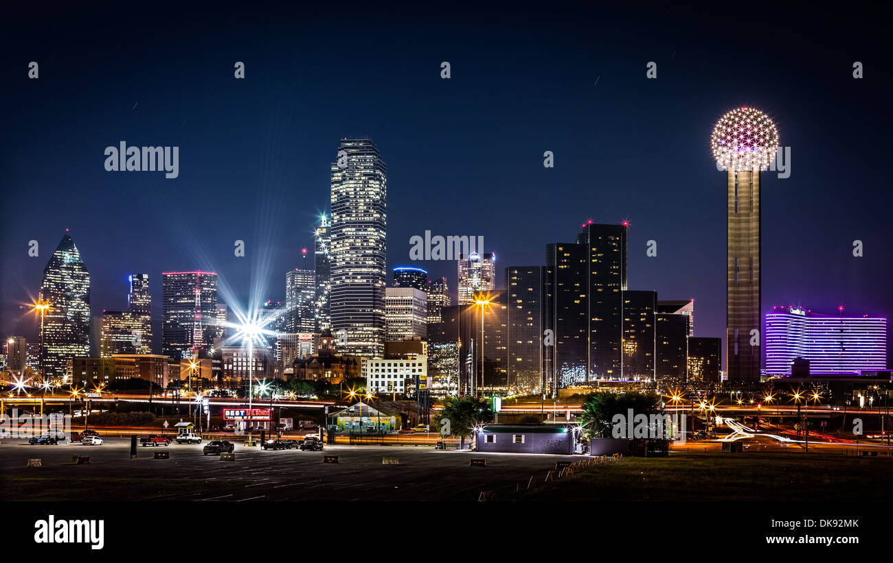 Dallas skyline by night with the Bank of America and Reunion Tower among other skyscrapers - Stock Image