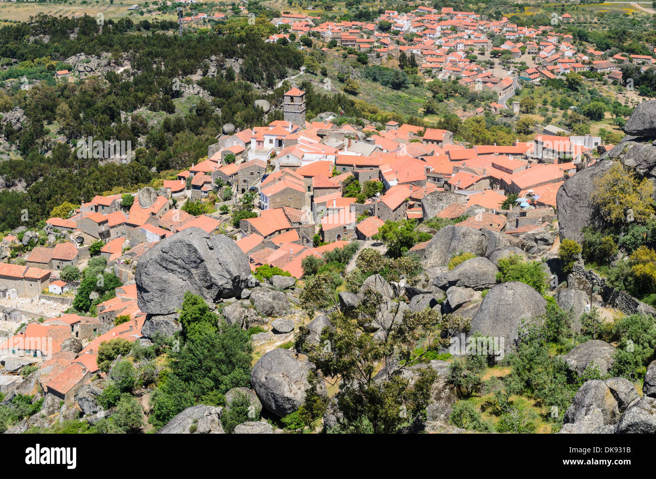 The red roofed medieval village of Monsanto with its large granite boulders, Portugal - Stock Image
