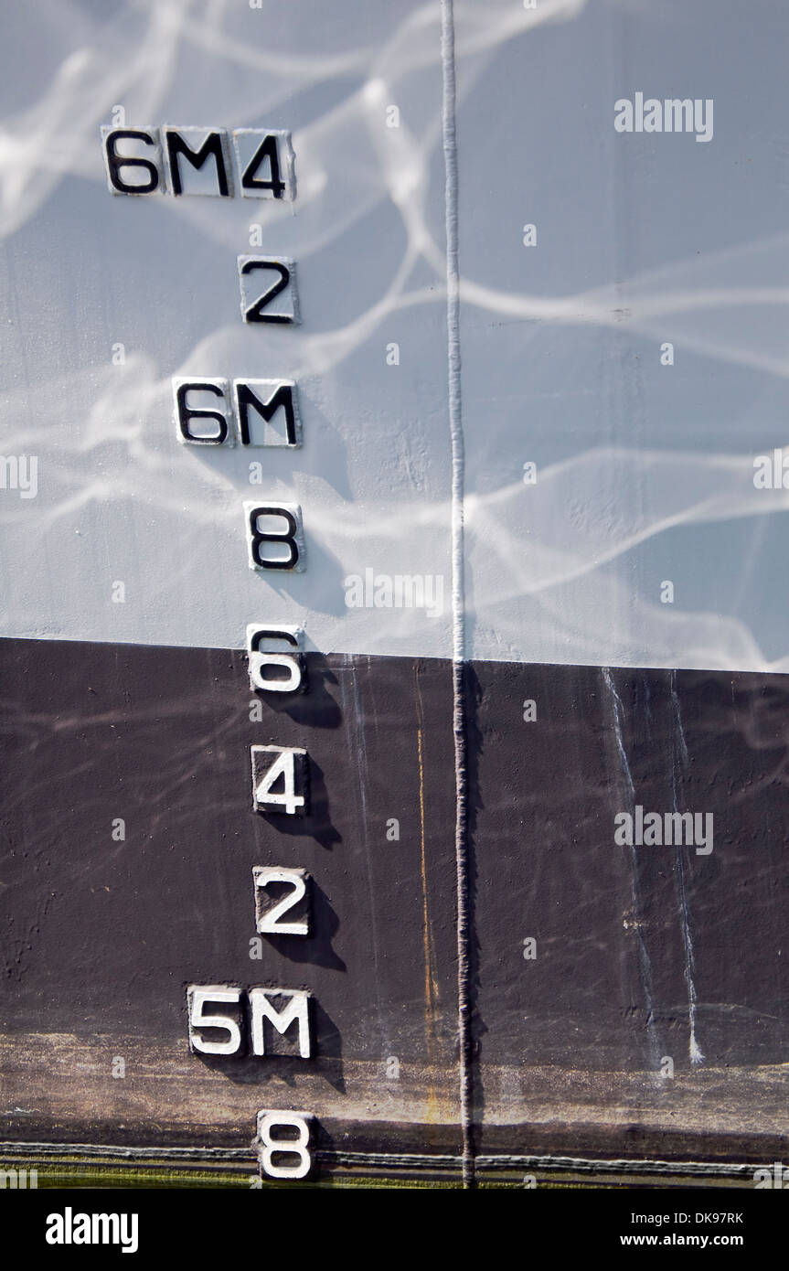 Numbers indicating draft on a boat - Stock Image
