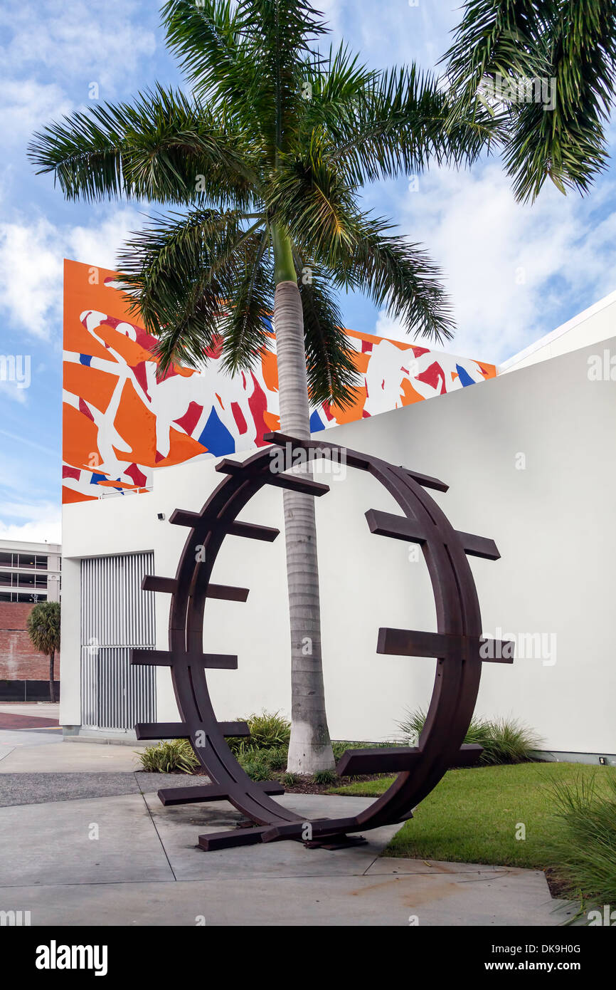 Outdoor sculpture in the entry court to the Museum of Modern Art in Fort Lauderdale, Florida, USA. Stock Photo