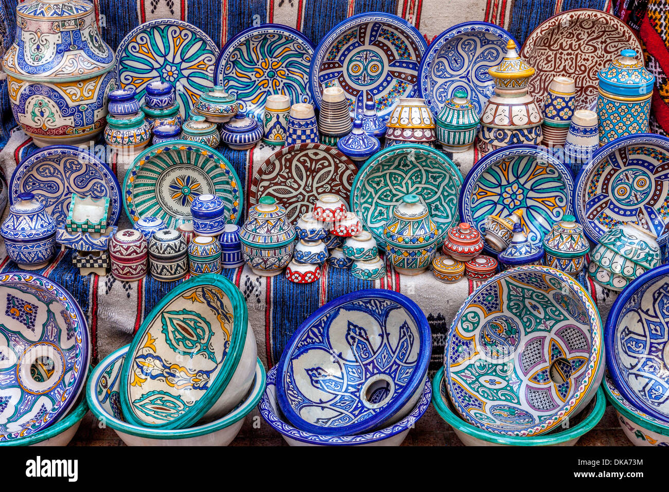 Ceramic Plates and Bowls for Sale The Souk Essaouira Morocco : ceramic plates and bowls - pezcame.com