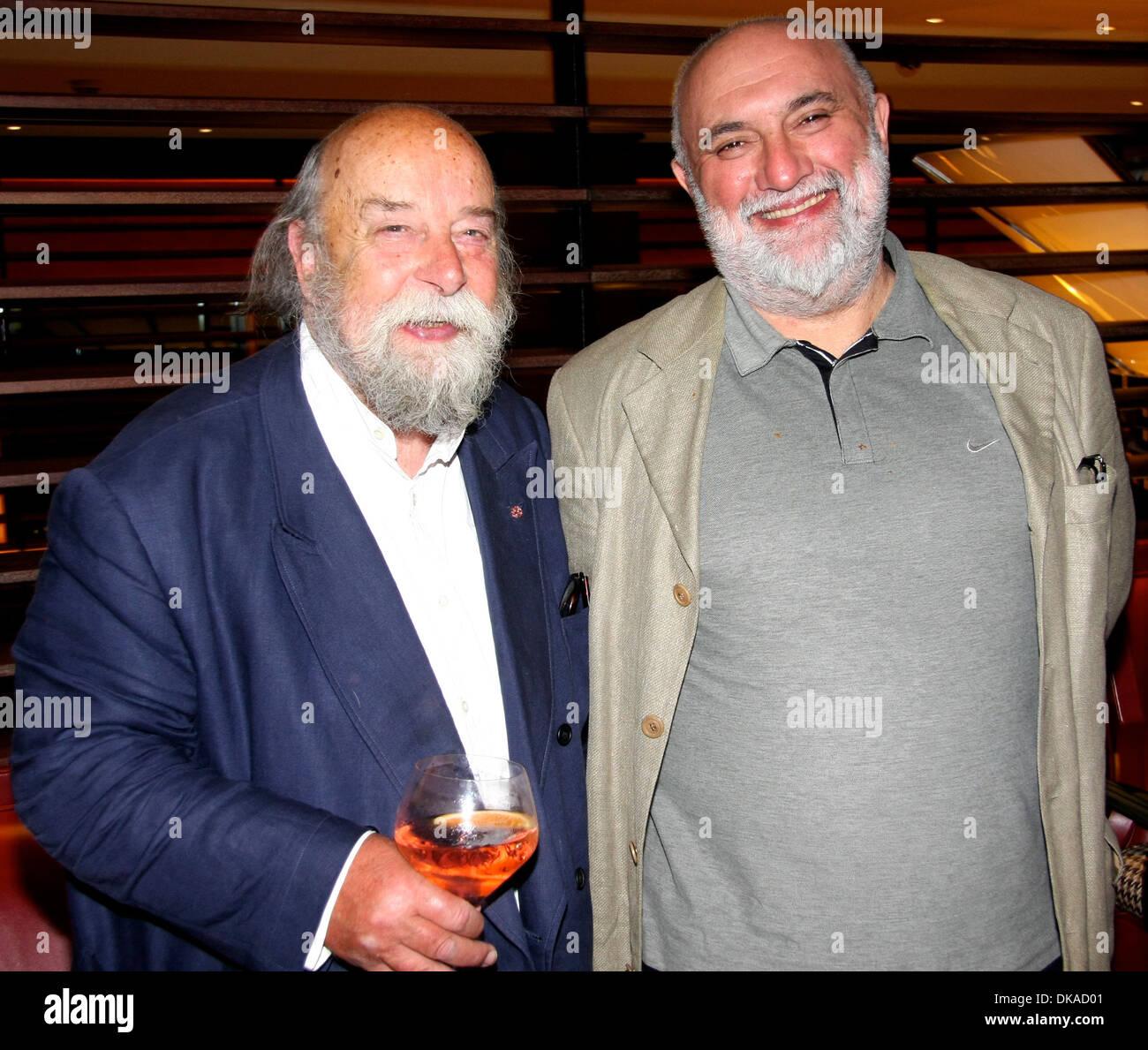 Roy Ackerman and Alexei Sayle Liverpool Love Art exhibition London, England - 21.09.12 - Stock Image