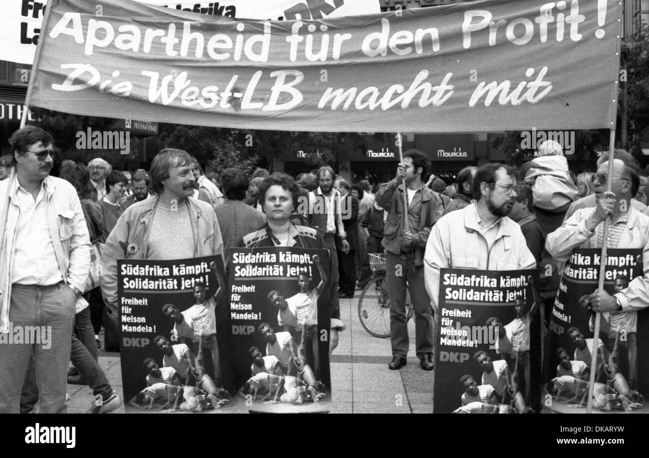 Leftist groups and parties demonstrated 28 years ago for the South African freedom, her imprisoned ANC leader Nelson - Stock Image