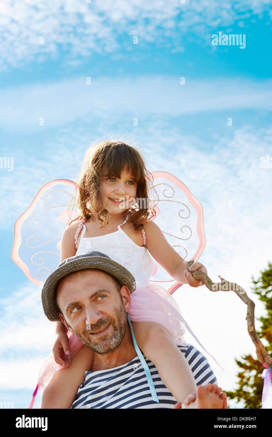 Father carrying daughter on shoulders, Eggergrund, Sweden - Stock Image
