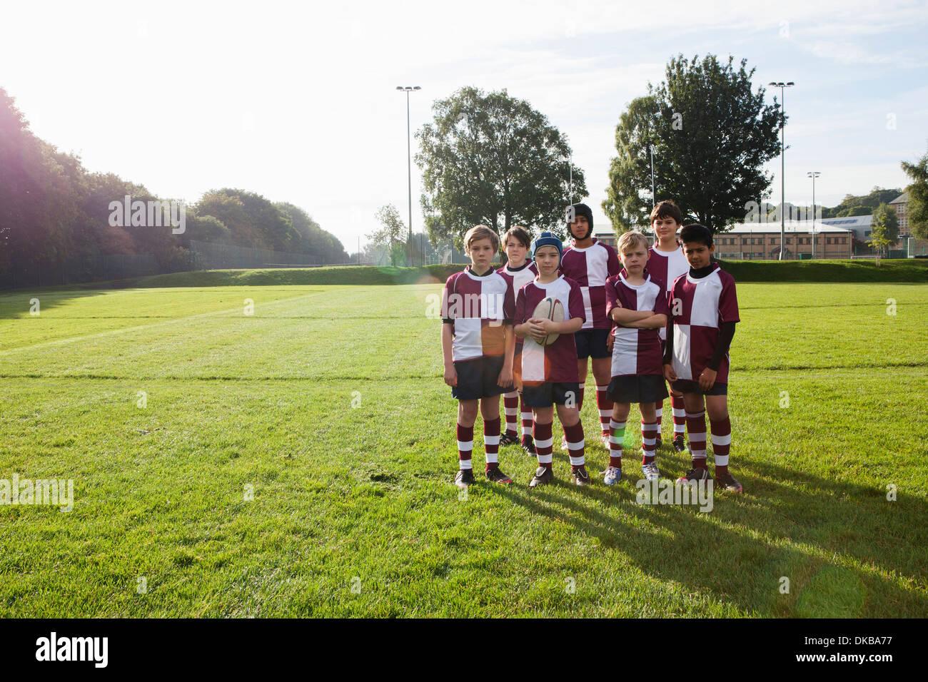 Group portrait of teenage schoolboy rugby team - Stock Image