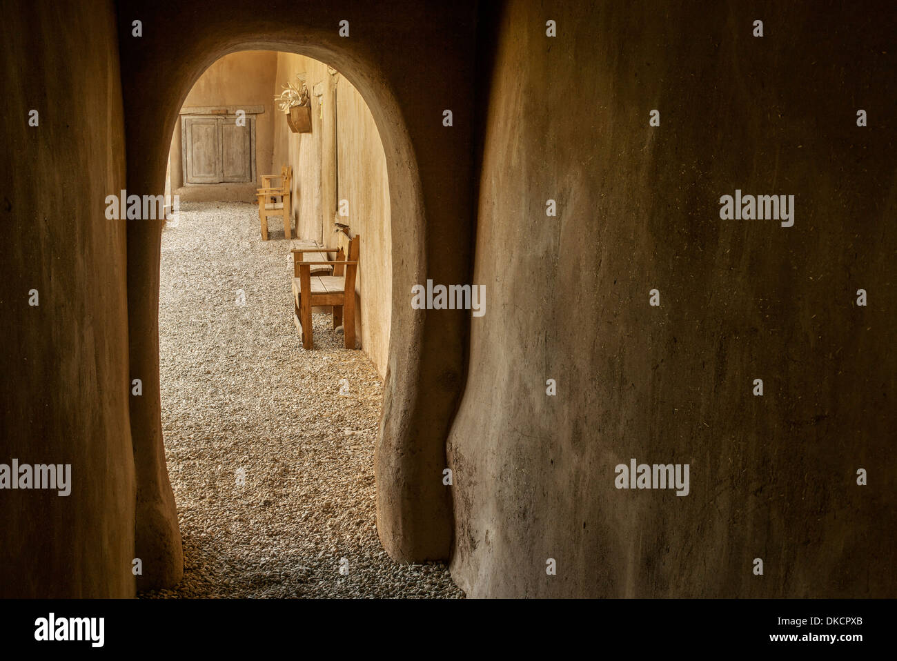Arched walkway at Hacienda de los Martinez museum, Taos, New Mexico - Stock Image