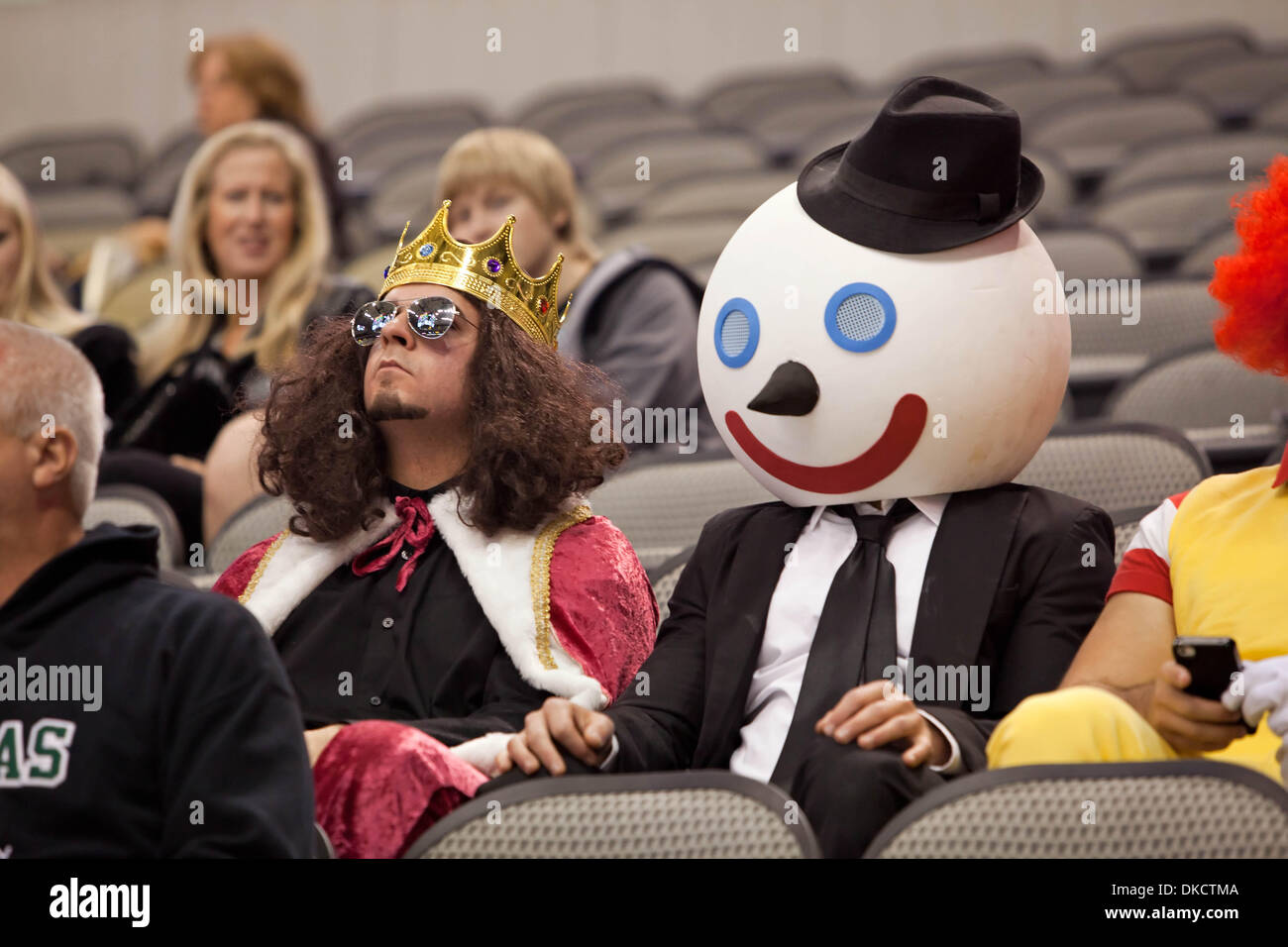 cheap for discount 7ff77 10f32 Oct. 29, 2011 - Dallas, Texas, US - Fans dressed up in ...