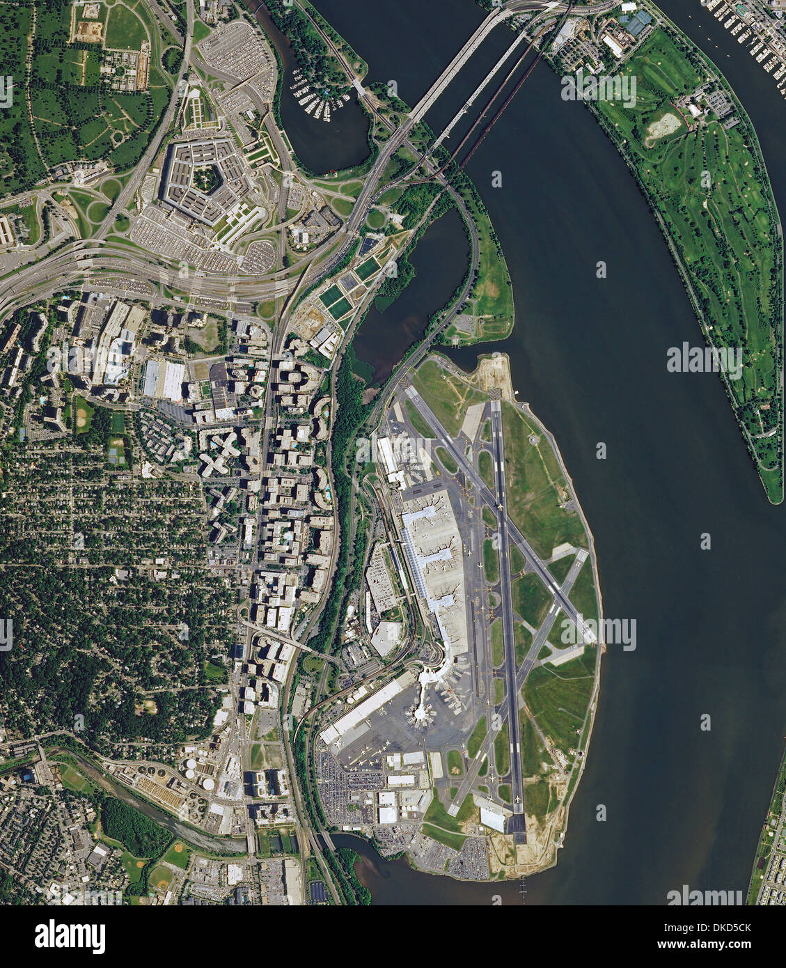 aerial photo map of Ronald Reagan Washington National Airport and