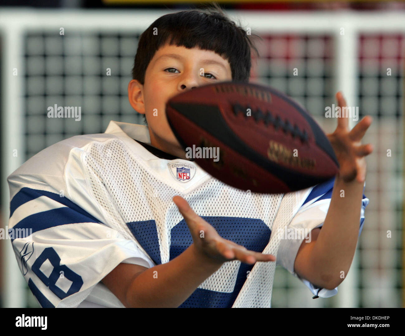 Jan 27, 2007 - Miami, FL, USA - OZZIE JIMENEZ, 8, of West Palm Beach makes a catch at the NFL Experience. Jimenez is a Steelers fans but will be cheering for the Colts to win. - Stock Image