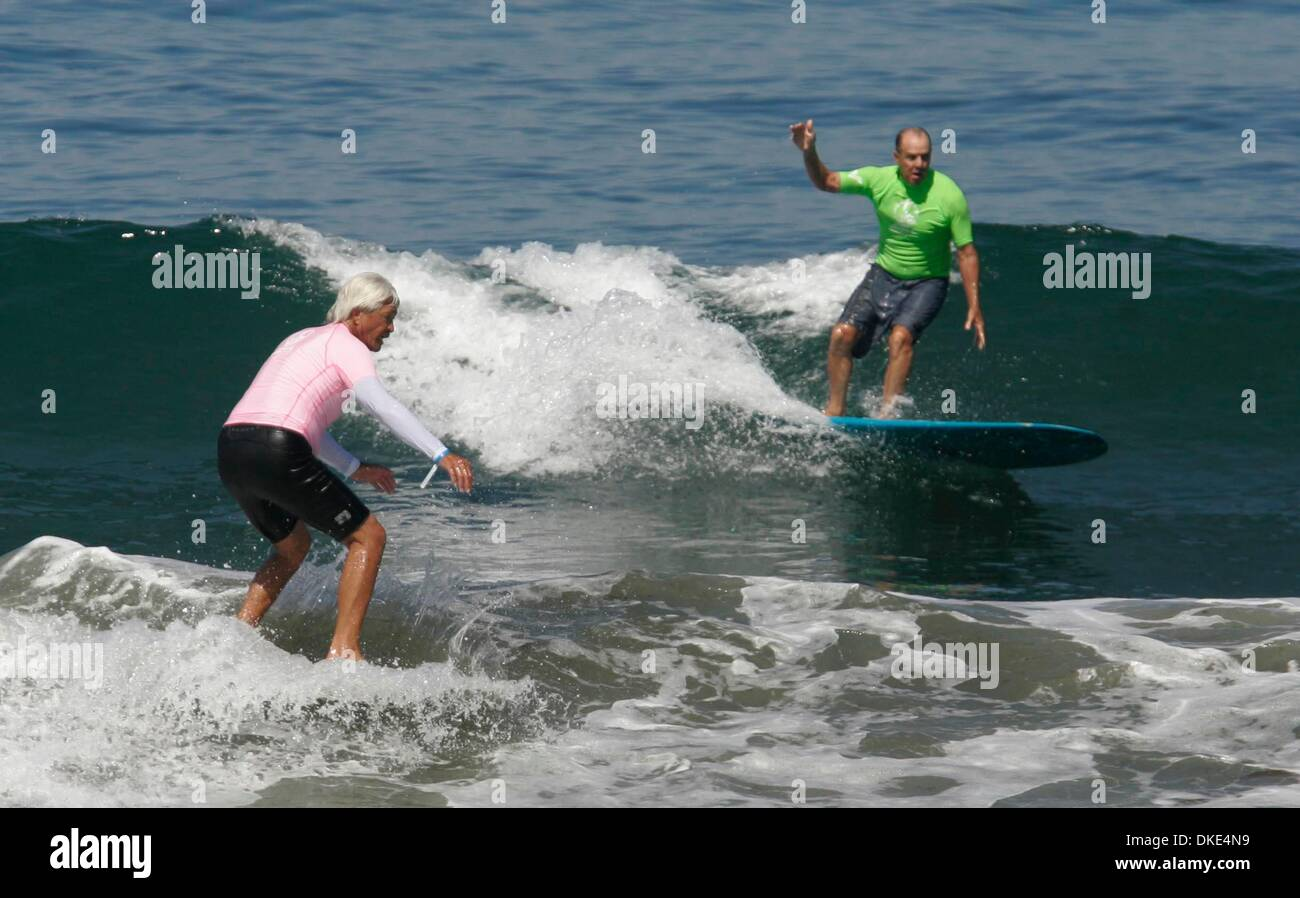 Aug 19, 2007 - La Jolla, California, USA - DAVID NUUHIWA and DENNY AABERG caught waves during Heat 15 at the 14th Annual Luau and Longboard Invitational at Scripps Institute of Oceanography.   (Credit Image: © Kohlbauer Don/San Diego Union Tribune/ZUMA Press) RESTRICTIONS: LA and Orange County Papers Out! Tabs Out! - Stock Image