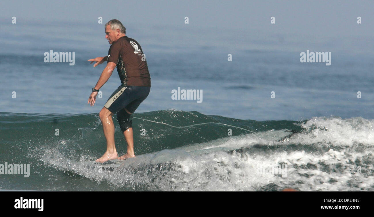 Aug 19, 2007 - La Jolla, California, USA - STEVE WALDEN, an innovative surfboard shaper, competed in the 14th Annual Luau and Longboard Invitational at Scripps Institute of Oceanography.   (Credit Image: © Kohlbauer Don/San Diego Union Tribune/ZUMA Press) RESTRICTIONS: LA and Orange County Papers Out! Tabs Out! - Stock Image