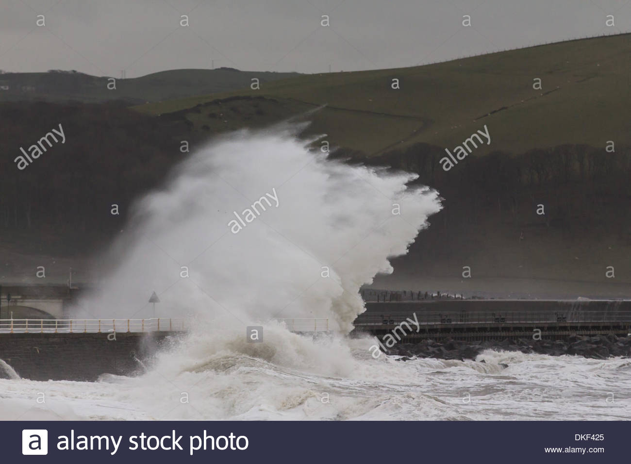 Aberystwyth, mid Wales, UK. 5 December 2013. Gale force winds cause up to a metre of additional swell as high tide moves up the Welsh coast. The authorities have asked the public to keep clear of coastal paths and promenades. Credit:  atgof.co/Alamy Live News - Stock Image