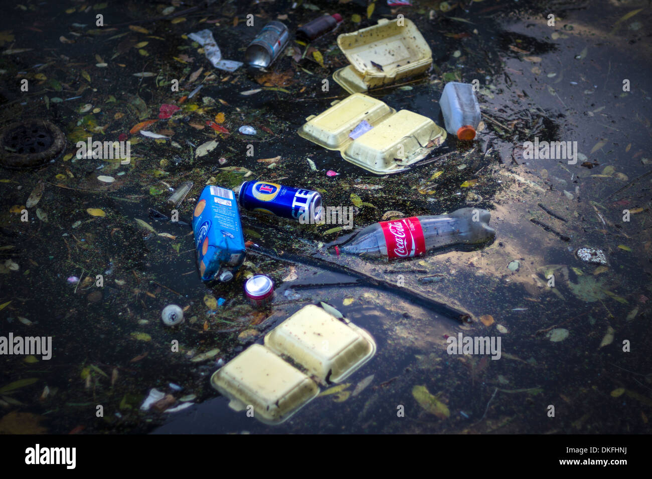 Litter chokes the Regents Canal near Islington, North London. - Stock Image