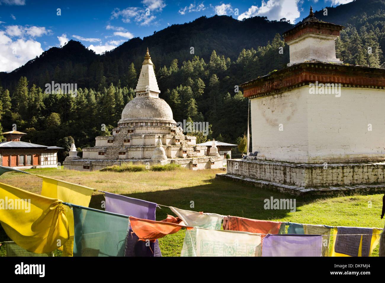 Bhutan, Pele La Pass, Chendebji Buddhist Chorten beside Trongsa to Pele La road - Stock Image