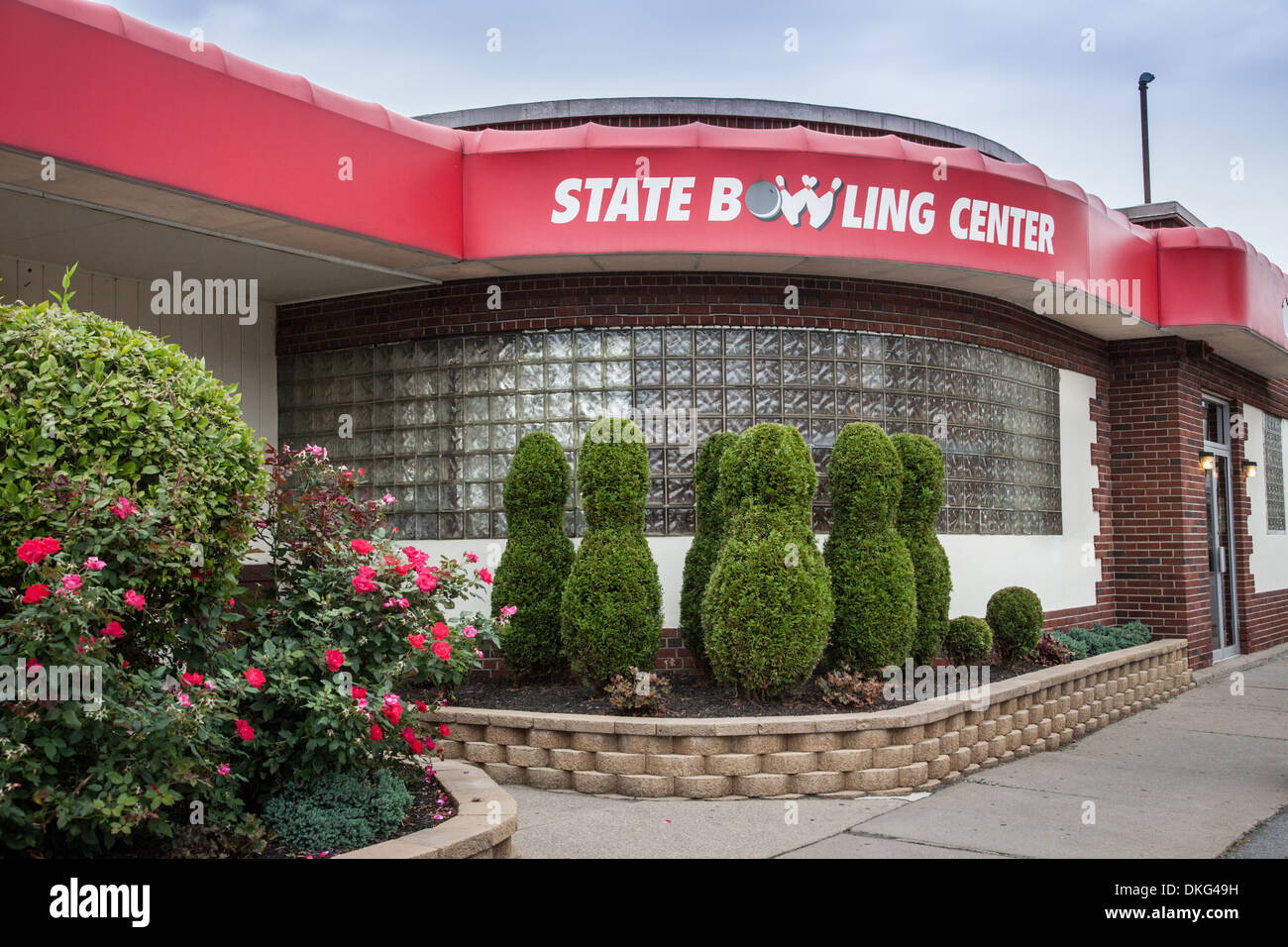Bowling alley with shrubs trimmed in the shape of bowling pins. Ilion, New York State. - Stock Image