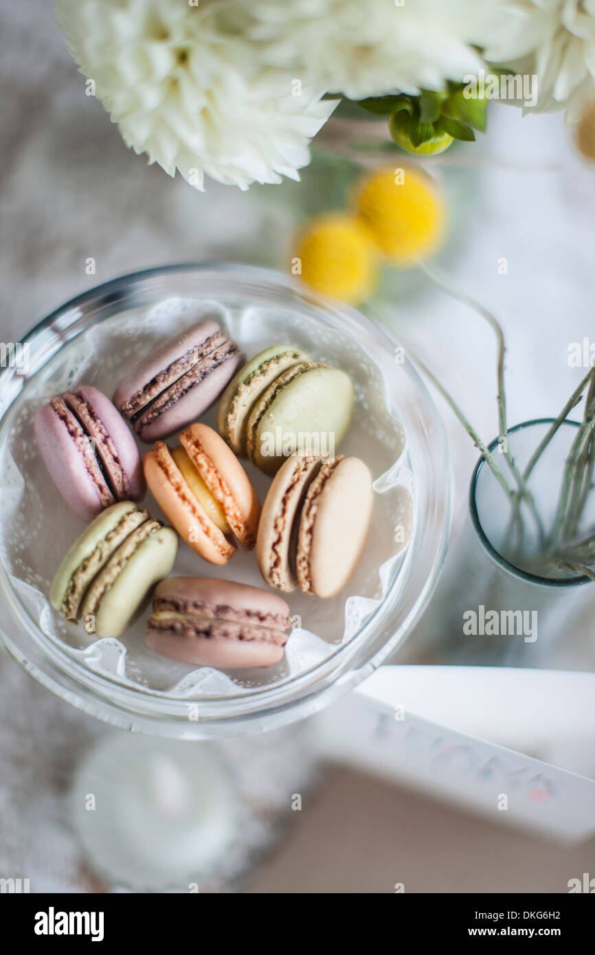 Still life of macaroons with flowers and decoration - Stock Image