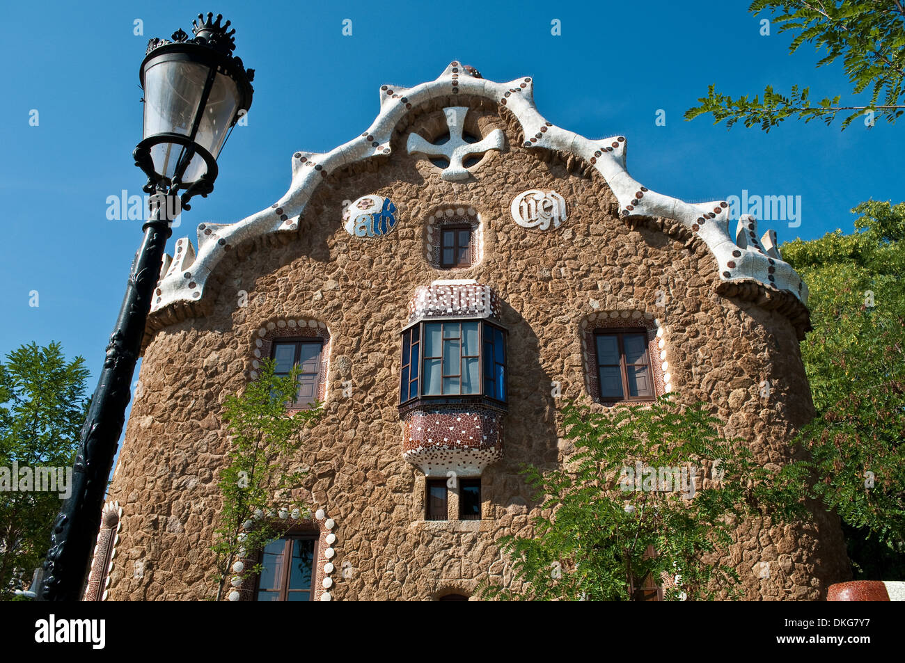 Fairytale building at the entrance, Park Guell, Barcelona, Catalonia, Spain - Stock Image