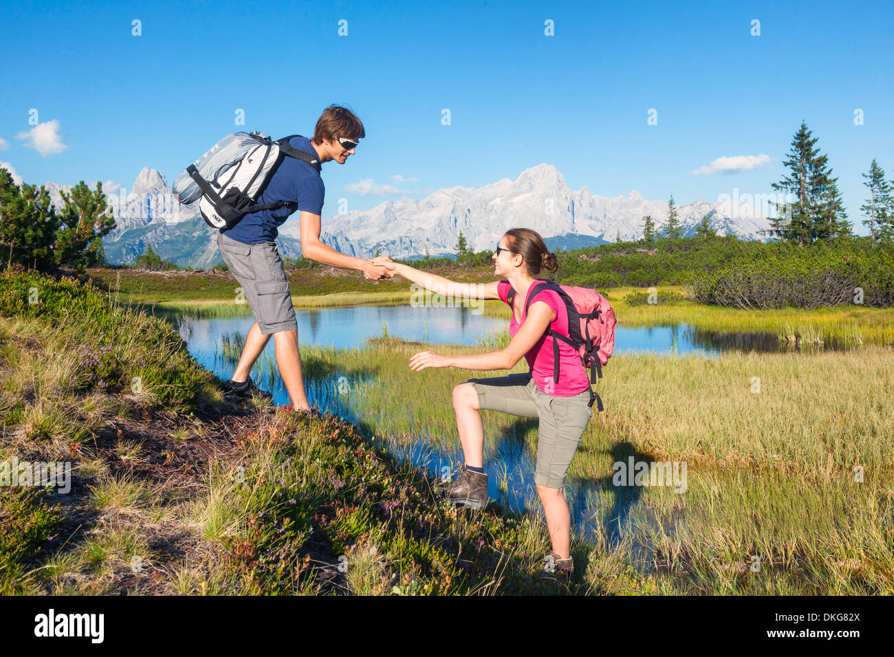 Young couple hiking, Bischofsmuetze, Gosaukamm und Dachstein, Salzburger Land, Austria, Europe - Stock Image