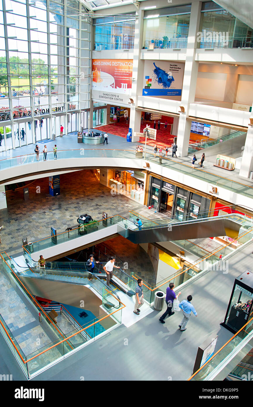 3f5f698fe58d Crowded Mall Stock Photos   Crowded Mall Stock Images - Page 3 - Alamy