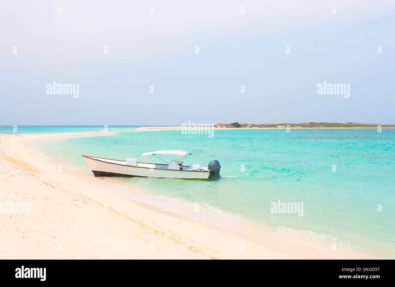 White boat at the beach of archipelago Los Roques, Venezuela - Stock Image