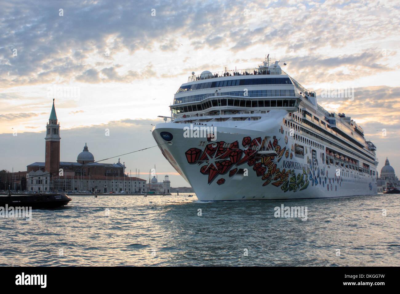 Norwegian Cruise Line Stock Photos Amp Norwegian Cruise Line